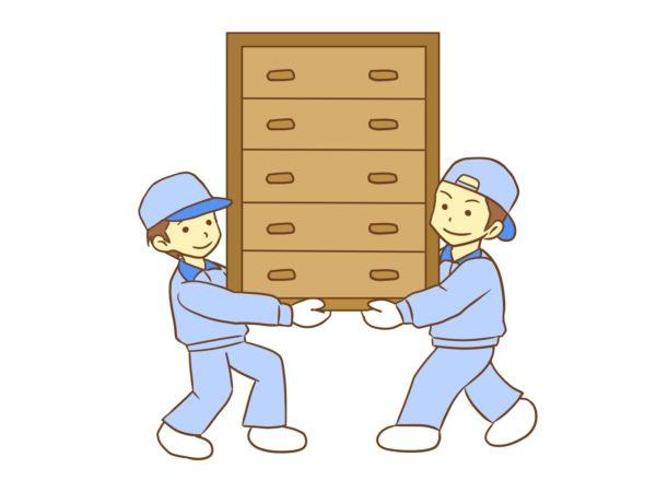 家具を運ぶ作業員